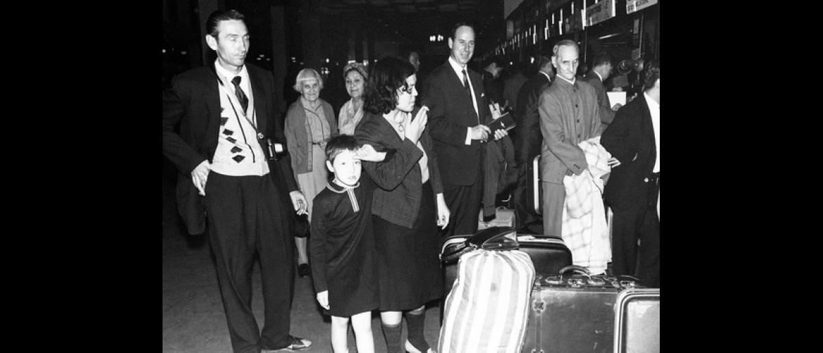 Hungarian migrants arrive at Sydney's Mascot Airport. Photo: © Unknown 1957 – HAU0316