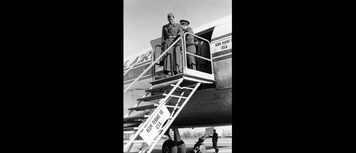Hungarian refugees arrive aboard an ICEM chartered flight to the United States. Photo © IOM 1959 – HUS0021
