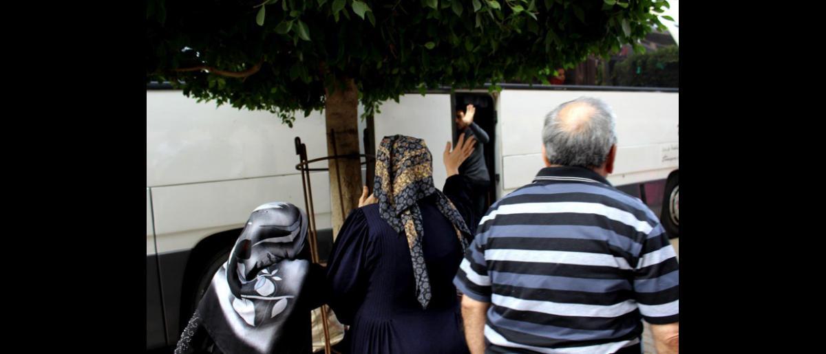 La OIM ayudó a 255 refugiados sirios, incluidos 167 adultos, 79 niños y 9 bebés, a salir del Líbano para reasentarse temporalmente en Alemania. Desde el pasado 11 de septiembre, en el marco del Programa de Admisión Humanitaria, la OIM ha organizado el traslado de 643 refugiados sirios. © OIM 2013 (Fotografía por Samantha Donkin)
