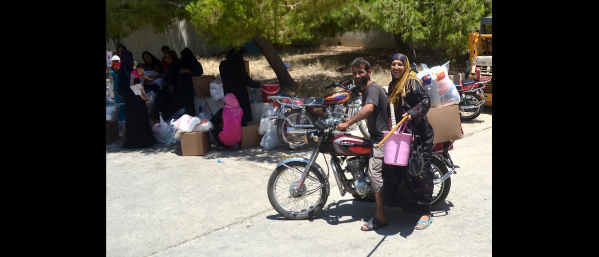 Le 4 juillet 2013, l'OIM a distribué des trousses d'articles non alimentaires à 800 réfugiés syriens dans deux municipalités du sud du Liban. A ce jour, l'OIM a distribué des articles non alimentaires à 89 327 réfugiés syriens vulnérables. © OIM 2013 (Photo : Racha Challita)
