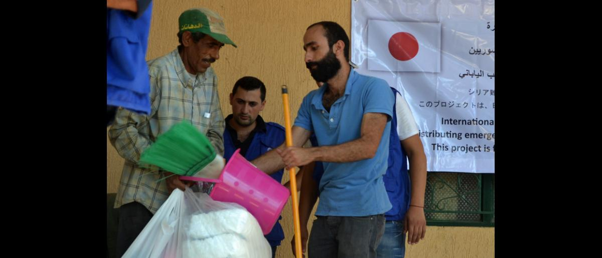 IOM distributes non-food relief (NFI) supplies consisting of hygiene kits and other essential household items to beneficiaries living in three collective shelters in the Sarafand area in South Lebanon. © IOM 2013