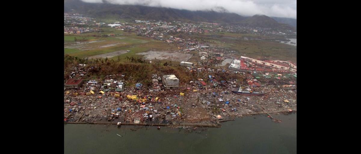 Vista aérea de la ciudad de Tacloban que quedó devastada. © OIM 2013 (Fotografía de Conrad Navidad)