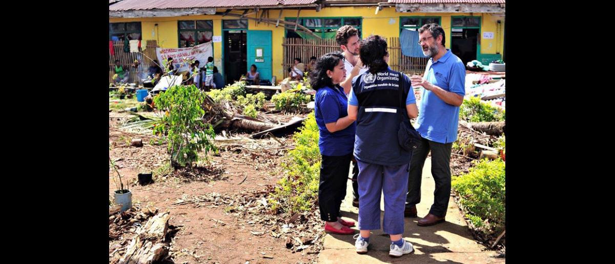 El pasado 17 de noviembre, un equipo de evaluación integrado por personal de la OIM, la OMS y AmeriCares, se reunió in situ para intentar encontrar soluciones a los problemas planteados en la localidad de Pilar, Capiz. © Blue Motus 2013
