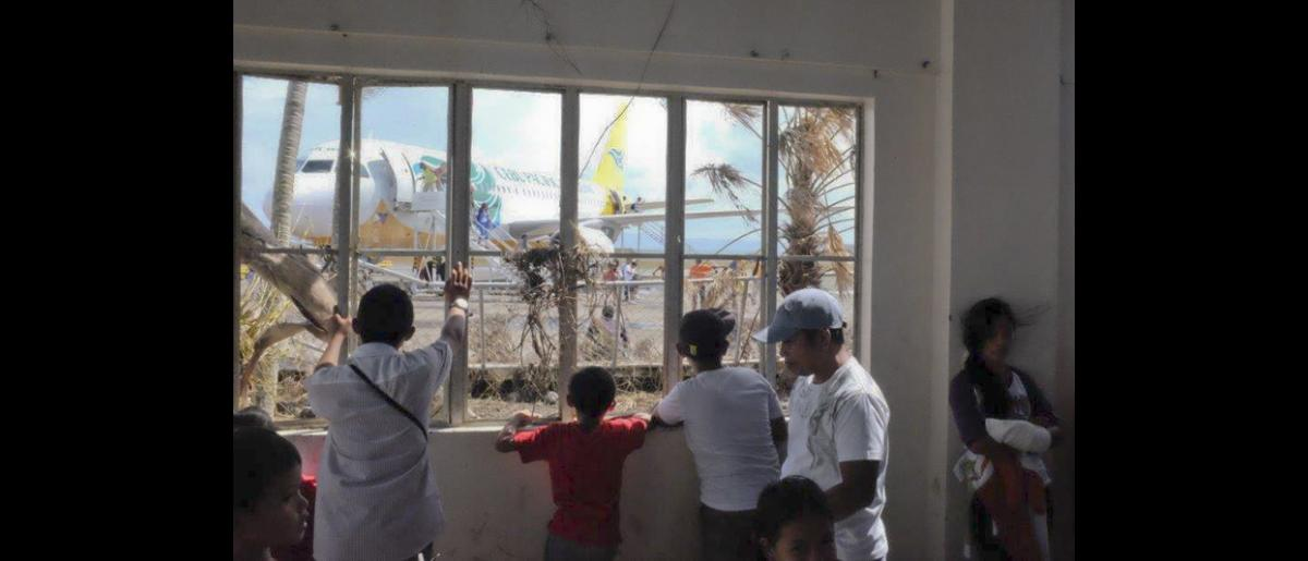 La OIM, el Gobierno de Filipinas y el ACNUR han establecido un registro para inscribir a los evacuados de Tacloban (Filipinas). © OIM 2013 (Fotografía de Leonard Doyle)