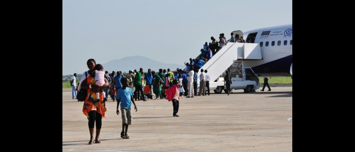 IOM organized the relocation of 11,813 stranded returnees from Kosti, Sudan, to Juba, South Sudan. The airlift operation included 79 flights over 24 days with between 2 and 4 rotations per day. Upon arrival in Juba, returnees were transported to a transit site 13km from Juba. © IOM 2012