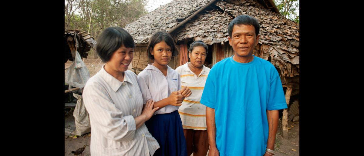 Dr Katikut, Boot Nong, Yang, and Tzing outside the family home in Pang Mu, Northern Thailand.  © Mikel Flamm 2013