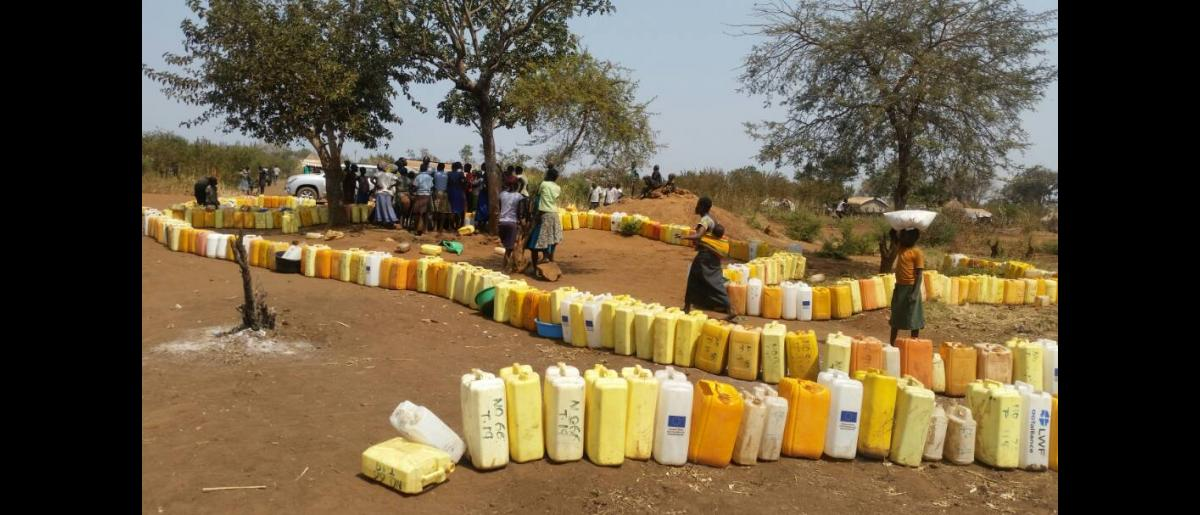 Jerry cans 'queuing' for water at a Ugandan refugee settlement. The ECHO funding will build a piped water system in Kyaka II and Kyangwali settlements in western Uganda. © Peter Nzabanita / UN Migration Agency (IOM) 2018