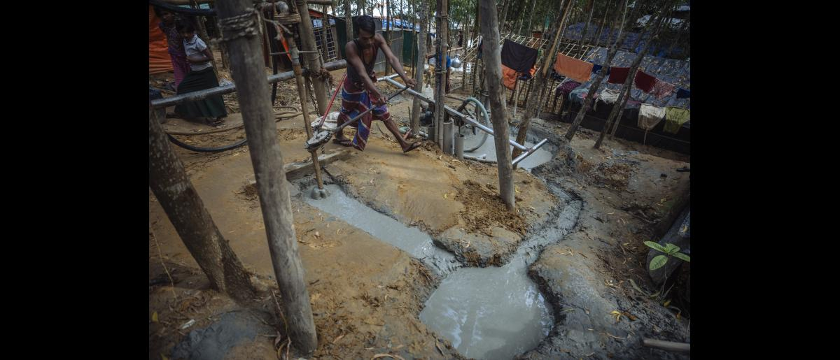 IOM drills boreholes into the ground to test soil samples for potential water points in Kutupalong camp