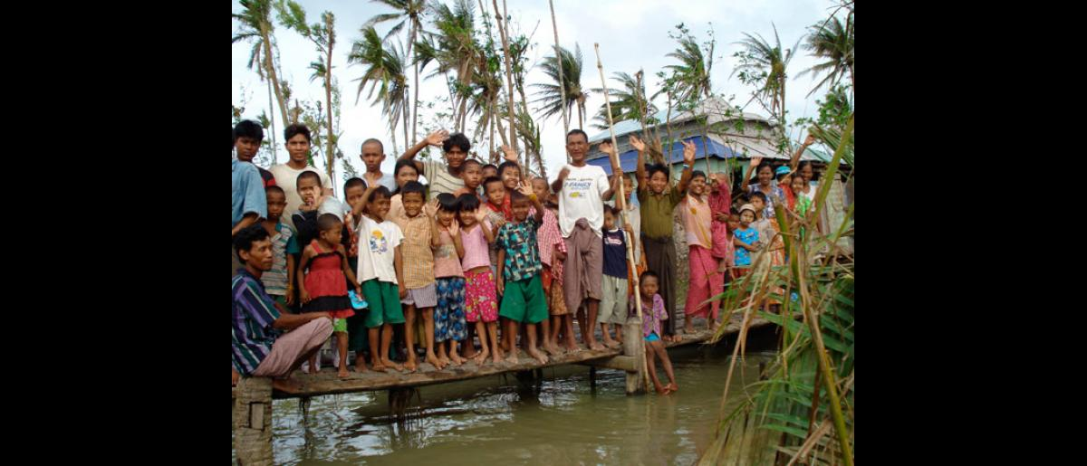 THANK YOU! Villagers wave goodbye to an IOM mobile team. As of 29 July 2008, mobile medical teams have treated more than 24,600 patients in 327 villages in the Delta townships of Bogale, Pyapon and Mawlamyinegyun. © IOM 2008 - MMM000209