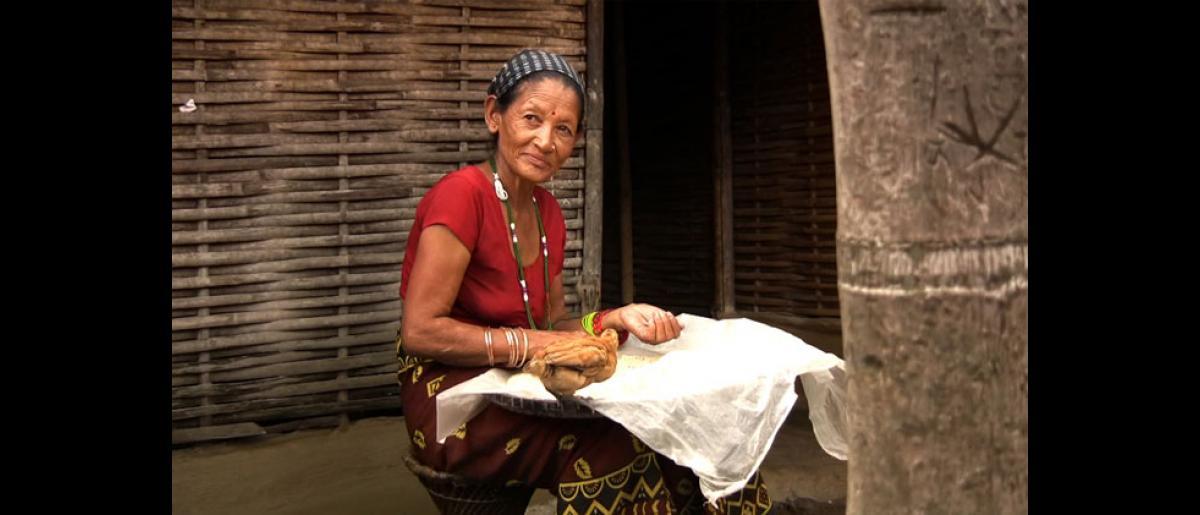 A Bhutanese woman sifts through rice inside the Beldangi 1 camp in Damak, Nepal. © Doria Bramante 2008 - MNP0049
