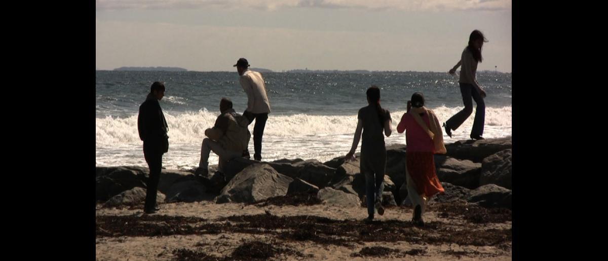 A Bhutanese family plays by the sea on the New Hampshire sea coast. © Doria Bramante 2008 - MUS0072