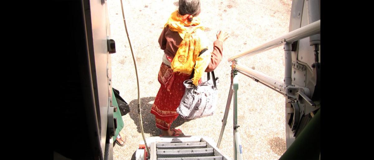A refugee disembarks from a plane in Katmandu, Nepal. © Doria Bramante 2008 - MNP0048