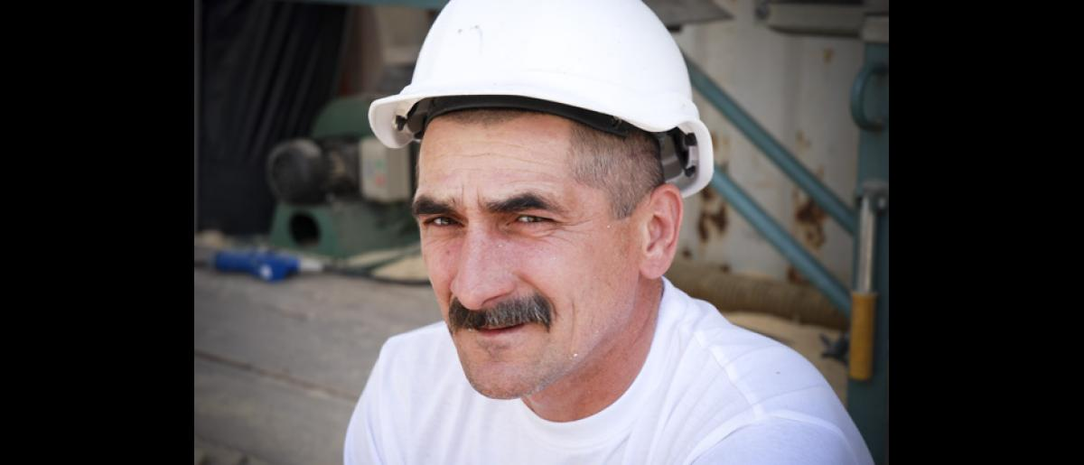 A Polish construction worker. One of the objectives of the project is to improve the language skills of the participants to avoid misunderstandings and misinformation. © IOM 2007