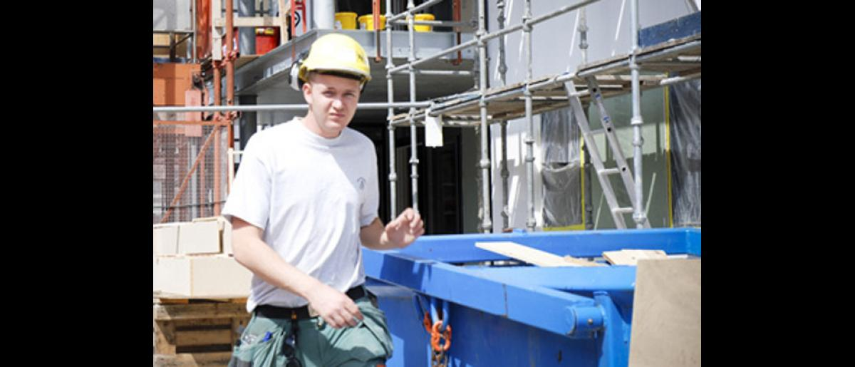 Limited information also has led to a situation where the Polish construction workers use their employers as information sources about all aspects of life. © IOM 2007