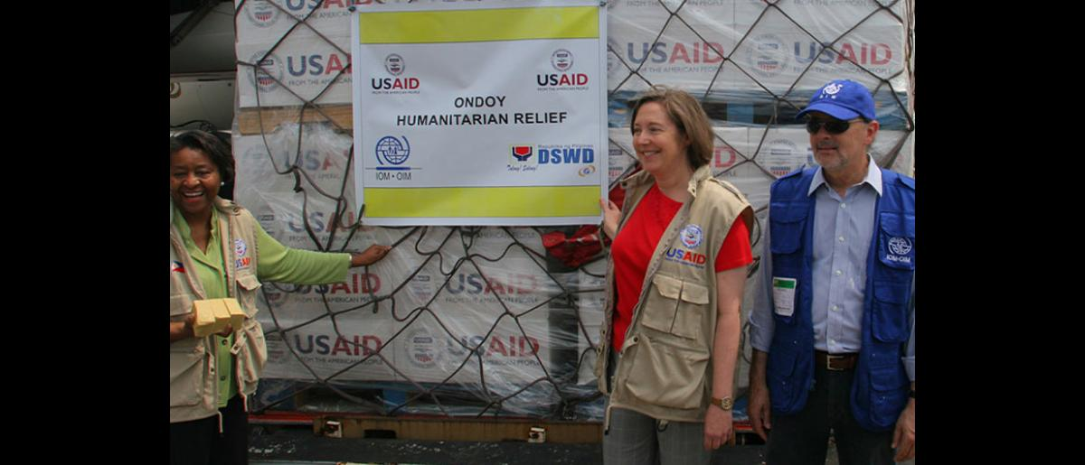 From left: USAID Acting Mission Director in Manila Elzadia Washington, Chargé d'Affaires of the U.S. Embassy in Manila Leslie Bassett and IOM Regional Representative for East Asia Charles Harns. The US$350,000 shipment of non-food relief items donated by USAID's Office of Foreign Disaster Assistance (OFDA) will help over 20,000 families displaced by the widespread flooding and devastation that followed the storms. © IOM 2009 (Photo: Ray Leyesa)