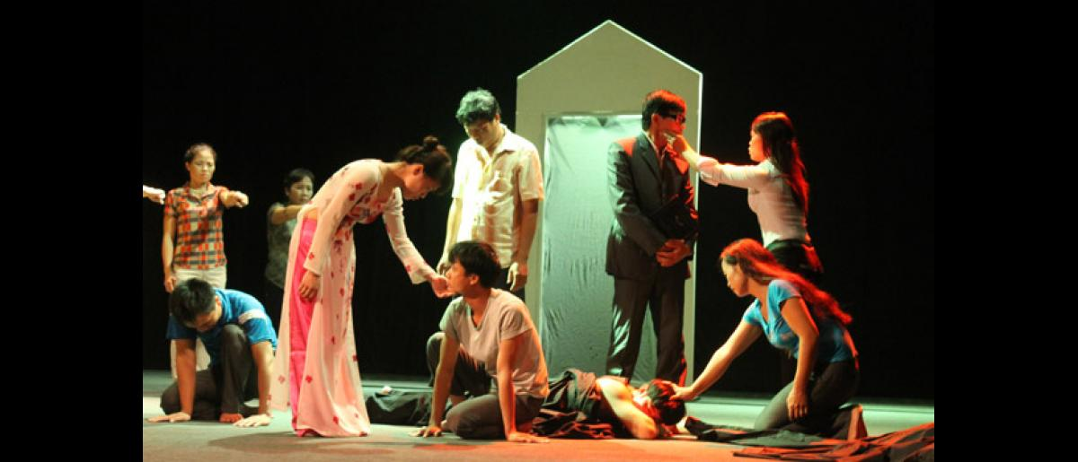 """A group of migrants, with the backing of IOM, and CSAGA (a Vietnamese NGO) performs """"Inviting myself to hope"""", a fusion between classical theatre and abstract rhythmic dance elements, to tell authentic stories from their own lives as survivors of domestic violence. © IOM 2012"""