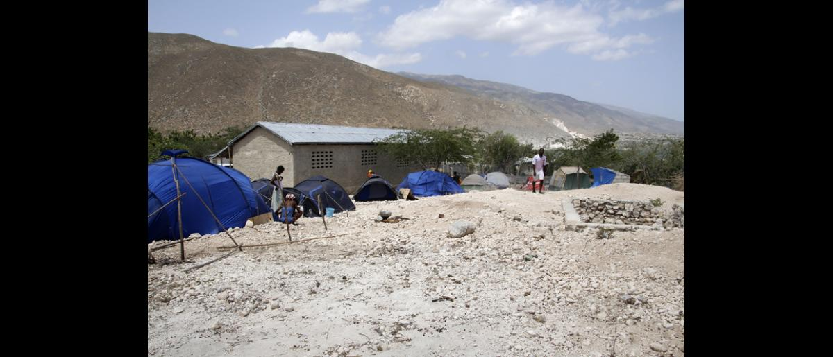 A view of the tents donated by a local religious organization that were set up by residents behind the school building. © IOM/Ilaria Lanzoni 2015