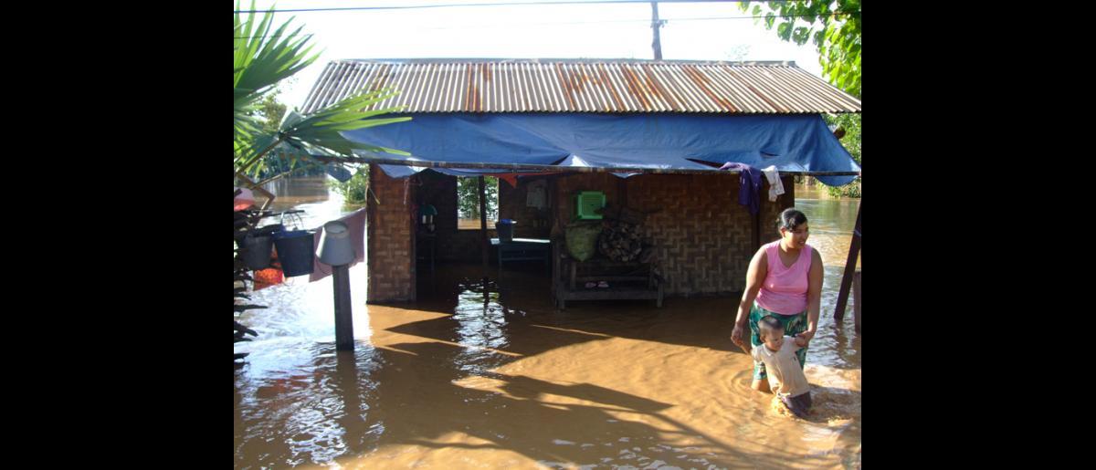A flooded house in Kawlin Township, Sagaing (13 Aug). © IOM 2015