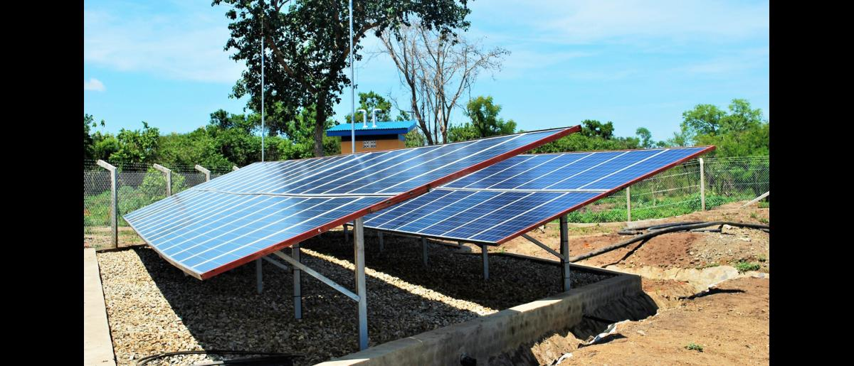 These solar panels ensure that there is steady supply of piped tap water. A generator is installed at the water plant located in Bidibidi's Zone Five. © Abubaker Mayemba / IOM 2018