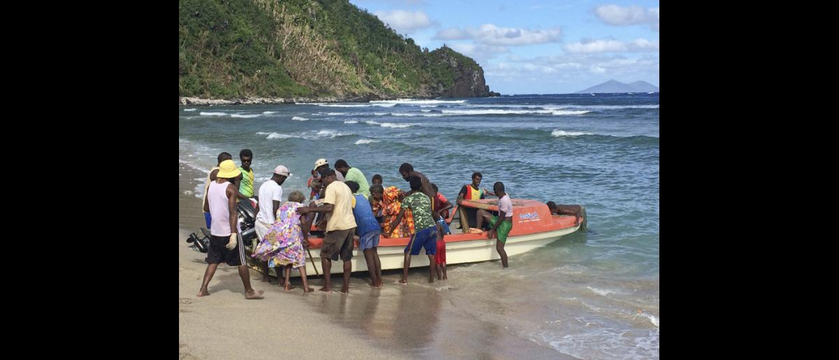 13 May 2015, Mataso island, Vanuatu: Mataso residents help their relatives disembark, after Tropical Cyclone Pam forced them to spend almost two months away from their island home. © OCHA/Yaëlle Link 2015