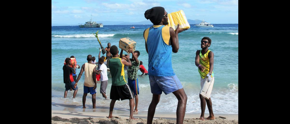 13 May 2015, Mataso island, Vanuatu: Residents unload items from agencies including UNICEF, the Salvation Army and UNDP, to support the community's recovery.  © UNDP/Francisco Santos-Jara del Padron 2015
